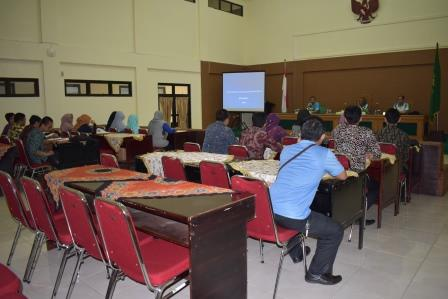 Vice Chairman Of Pta Bengkulu Give Material About The Making Of Website